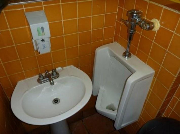 【これはひどい】アメリカでワースト1の男性トイレが伊料理店で発見された件_| ̄|○ | IRORIO(イロリオ) - 国内・海外ニュースで井戸端会議
