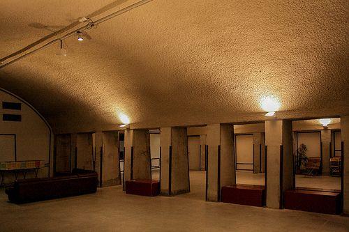 Inside the Mini Mall Hofbogen Rotterdam #Hofpleinviaduct #Hofpleinlijn #Hofbogen #Herbestemming #Rotterdam #010 #Mini #Mall #Holland #Dutch #Station #Train #Railroad #NS #Architecture #Architectuur #trein #spoor #Netherlands #Nederlandse #Spoorwegen