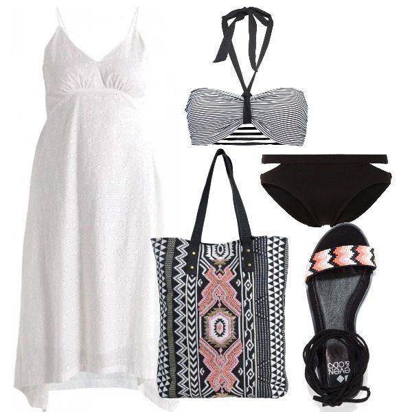 Bikini nero e bianco, vestito in cotone bianco, modello stile impero, con spalline sottili, sandali senza tacco, alla schiava, con perline colorate, borsa che riprende il disegno dei sandali.
