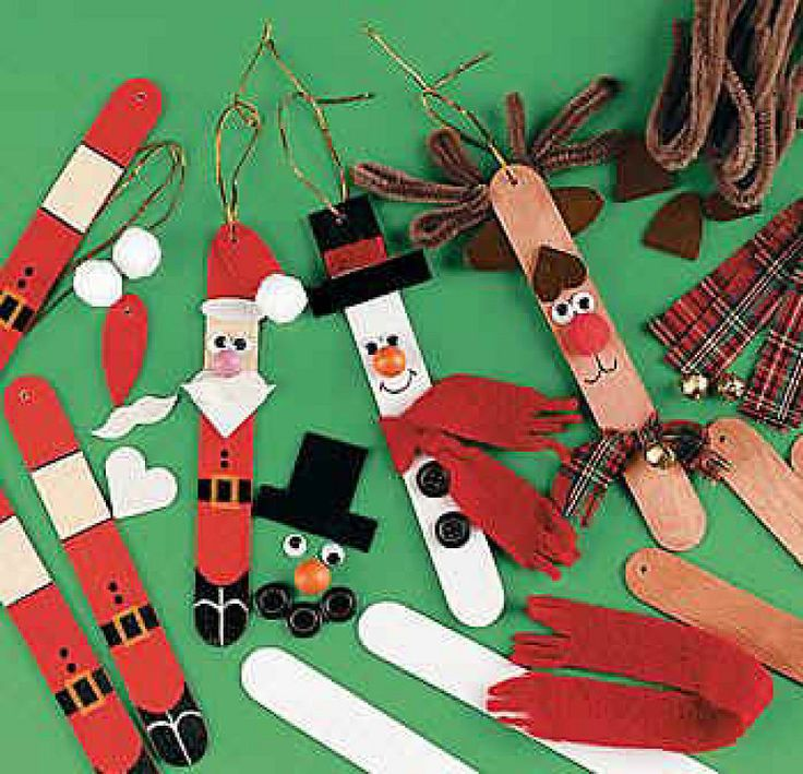 Christmas crafts with paint sticks or Popsicle sticks. Wiggly eyes, foam hats, pom Pom nose, buttons and fabric or felt. So simple