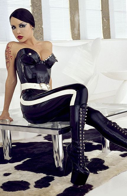 vibro en public filles sexy en bottes