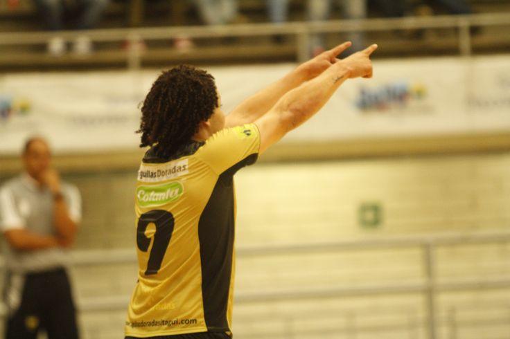 Camilo Urrego fue la figura de la séptima fecha. Contribuyó en la victoria de su club #ÁguilasDoradas 7-3 sobre #BarranquillaFutsal.