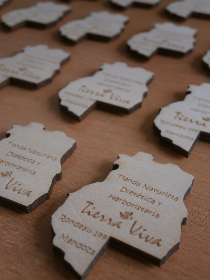Imanes realizados en madera