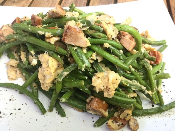 Prinzessbohnen mit Geflügelwienern und Rührei - Rezept mit 41 g Protein. Schnell und einfach zubereitet. Gesund und ausgewogen Kochen.
