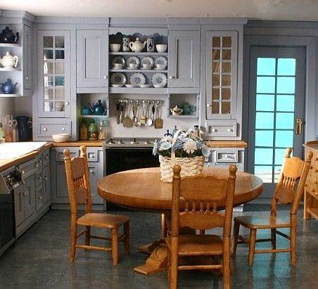 Pretty amazing dollhouse kitchen - hard to believe that's a miniature!