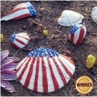 Patriotic Sea Shells are a fun way to incorporate a trip to the beach with a patriotic craft project. www.freekidscrafts.com