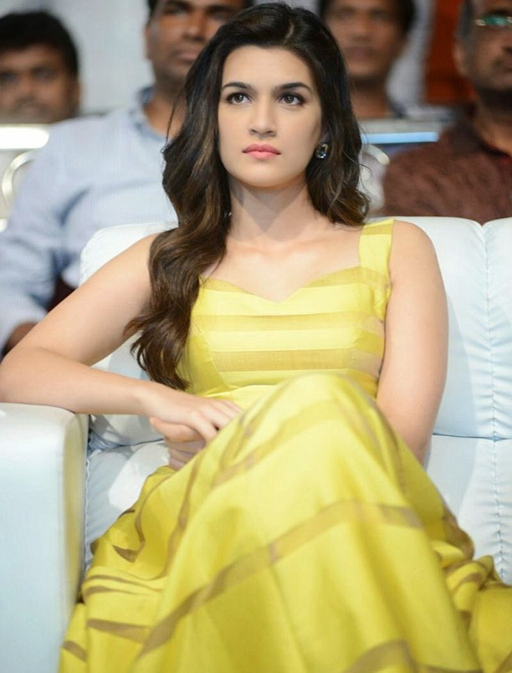 High Quality Bollywood Celebrity Pictures: Kriti Sanon Looks Super Sexy At Telugu Film 'Dochey' Audio Launch Event In Hyderabad