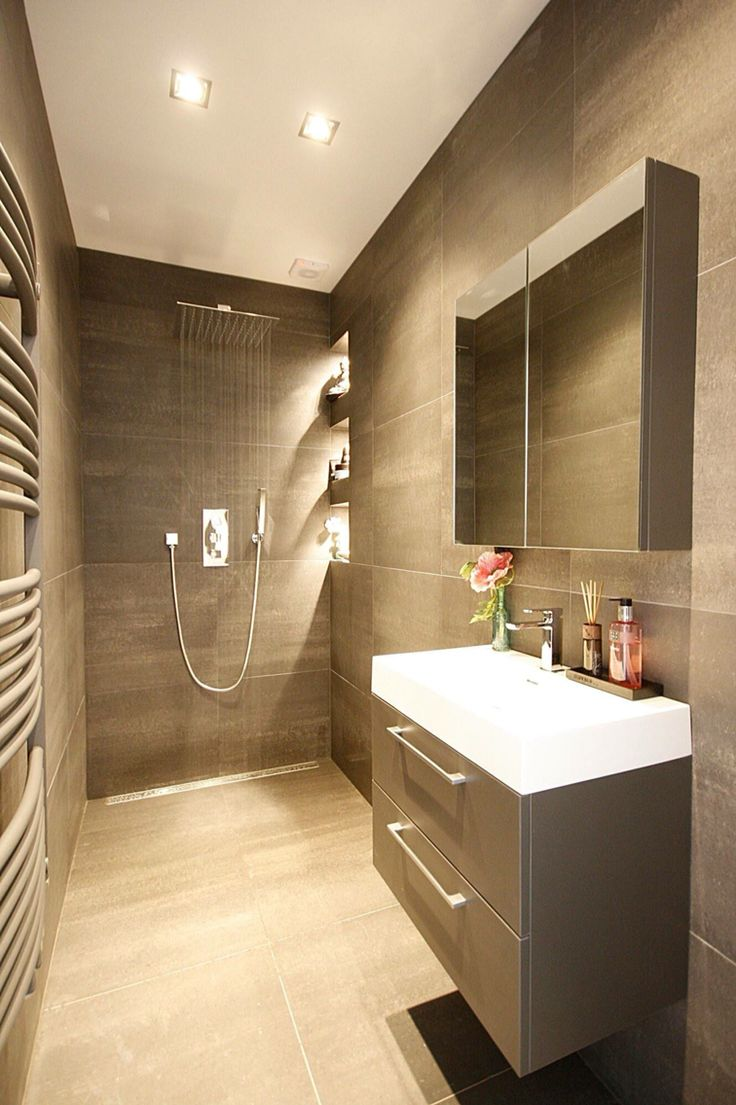 Meer dan 1000 idee n over bruine tegel badkamers op pinterest betegelde badkamers badkamer en - Badkamer beige en bruin ...