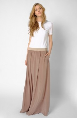 Love the proportions here too -- dropped waist makes it modern, and the skirt is dreamy. (Also, pockets = approved.)