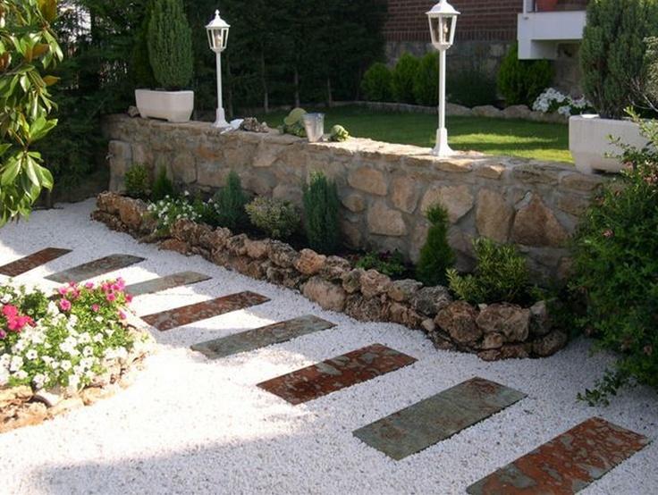 No solo de los colores de las plantas se embellece un jardín: ideas de paisajismo para ti