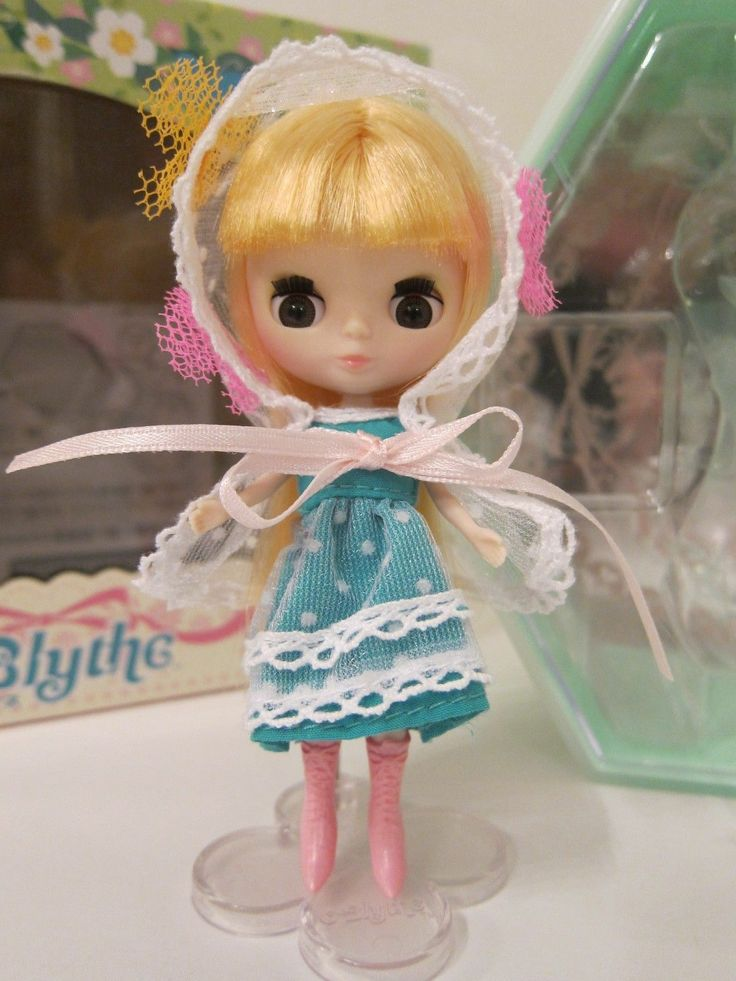 Takara Tomy CWC Blythe Doll Petite Enchanted Little Lodge ...