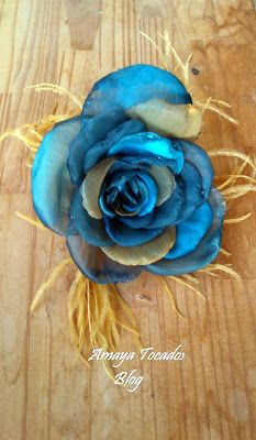 Maxi flor de organza, realizada a mano, en color azul cobalto, turquesa y dorado..........      #Amayatocados blog.... #flororganza,  #plumaavestruz #tocado #hair #azul  #bridal #dorado #complementos, #chic, #boda, #fiesta, #moda #invitadaperfecta #flor #Verano #accesorios #wedding #plumasanade #andalucia #artesania #novia #tocado #pequeñotesoro , #madrina , #azulmarino #colororo