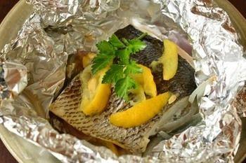 ホイル焼きは、中までほくほくとした食感を楽しめるレシピですよね。もちろん、旬の白身魚を使っても◎