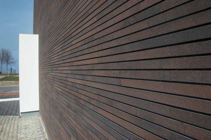 Samen met de opdrachtgever heeft Robert Morssink Bouwplan een hedendaags bedrijfspand ontworpen (...) Met de bruine MBI gevelstenen, die stootvoegloos zijn verwerkt en de slanke zwarte aluminium kozijnen krijgt het pand een prachtige uitstraling. http://www.architectenweb.nl/aweb/projects/project.asp?PID=29187&s=1