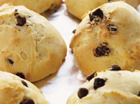 Receita de Scones com Gotas de Chocolate - farinha de trigo, fermento químico em pó, açúcar, manteiga , leite, ovo, gota de chocolate