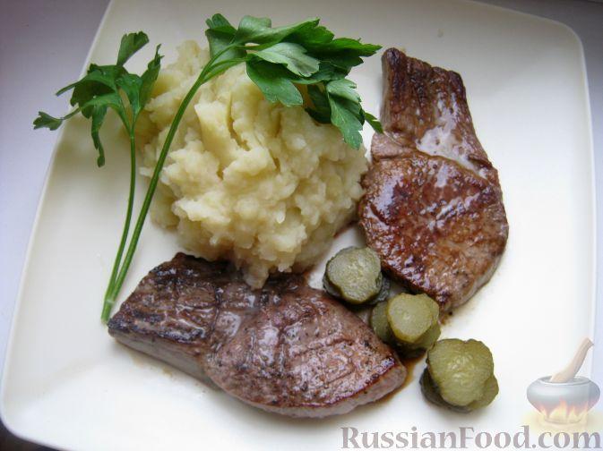 Фото приготовления рецепта: Говяжий стейк, зажаренный на сковороде - шаг №8