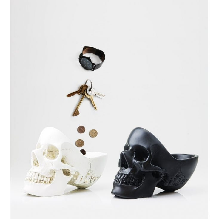 It can be difficult to keep track of your keys, glasses, phone, watch, loose change from your pockets (I could go on......) but Smithers can offer a helping hand in getting totally organised - keep your paraphernalia in our Skeleton Skull, freeing up space in yours!