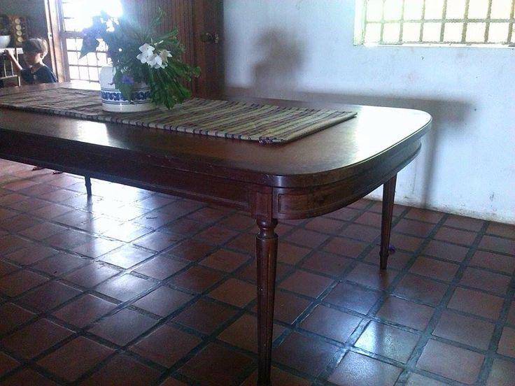 mesa de comedor antigua sin las sillas en venta madera de caoba coleccionistas , con detalles para reparar