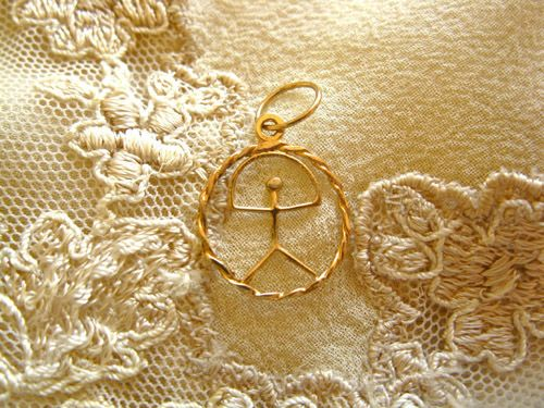 Indalo pendant ~ classic in circle, fine 9ct gold. A lucky charm for protection and good fortune