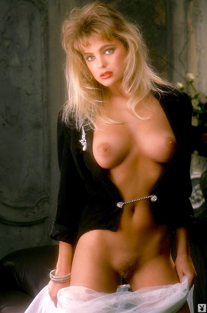 Nude blonde girl pussy