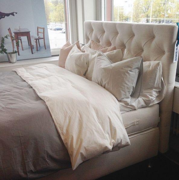 Vit Zebran dubbelsäng med sänggavel. Gavel, säng, sovrum. http://sweef.se/sangar/168-zebran-kontinentalsang-progressiv.html