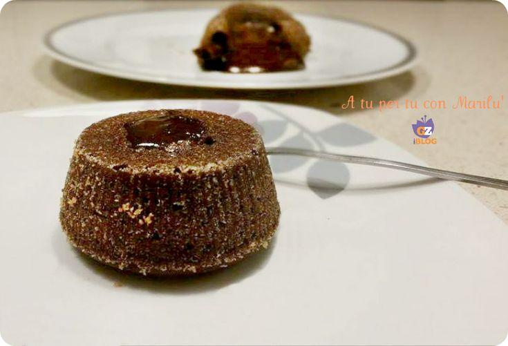 Il Tortino fondente dal cuore caldo è un dolce al cucchiaio, un involucro soffice racchiude una cascata di cioccolato fondente colante morbido ed avvolgente