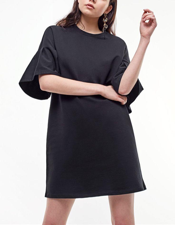 Plush dress with sleeve frill detail - Šaty | Stradivarius Česká republika