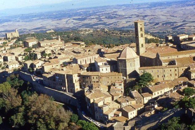 Straordinaria scoperta a Volterra: viene alla luce un anfiteatro romano - Intoscana.it