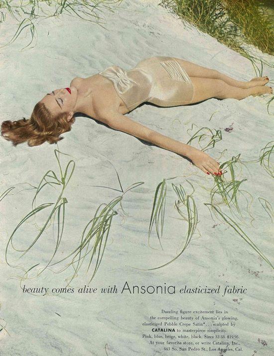 Anuncio swimwear Vintage 1950 Maiô vintage por Catalina em um anúncio para Ansonia elástico tecido. Esse anúncio foi publicado na Vogue maio 1957.
