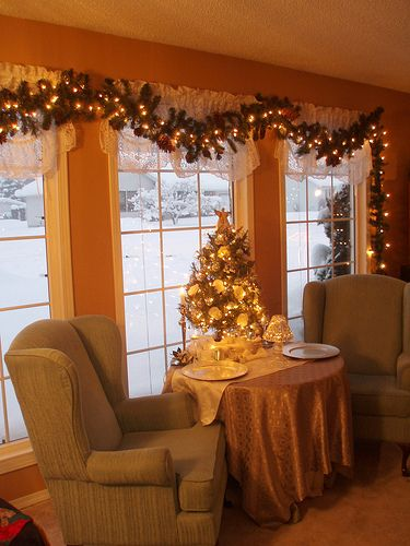 Love the lighted garland over the window-so doing this ...