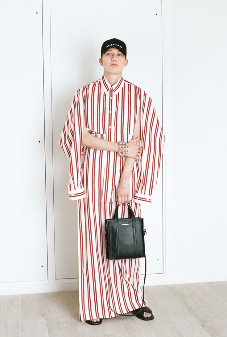 http://www.vogue.com/fashion-shows/resort-2017/balenciaga/slideshow/collection