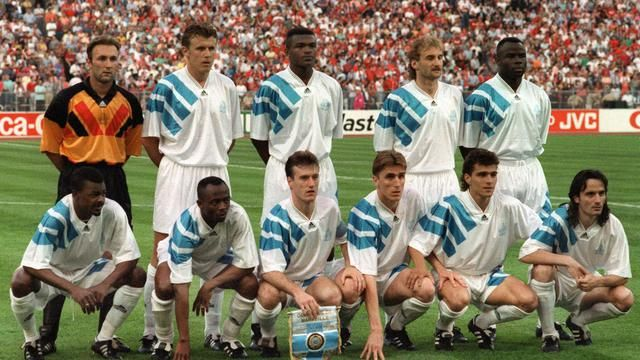 L'équipe de Marseille avant le coup d'envoi de la finale de la Ligue des champions, le 26 mai 1993, au stade olympique de Munich [Georges Gobet / AFP/Archives]
