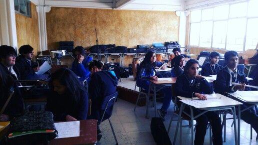 En el taller de actividades musicales, nuestros estudiantes ensayan y perfeccionan su lectura musical #CDSPolivalente