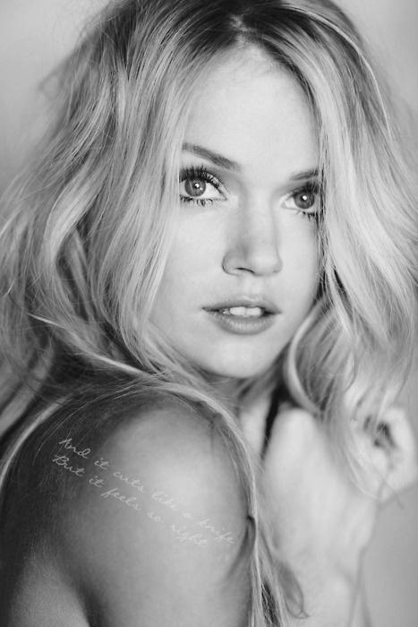 . #originalHair Colors, Messy Hair, Nature Makeup, Blondes Beautiful, Lindsay Ellingson, Soft Curls, Lindsayellingson, Green Eye, Nature Looks