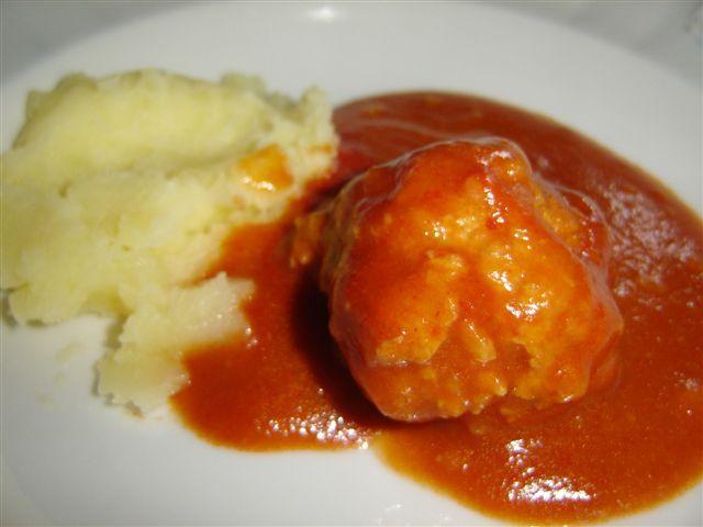 Meatballs in tomato sauce (Ćufte u paradajz sosu) recipe | Serbian CookBook