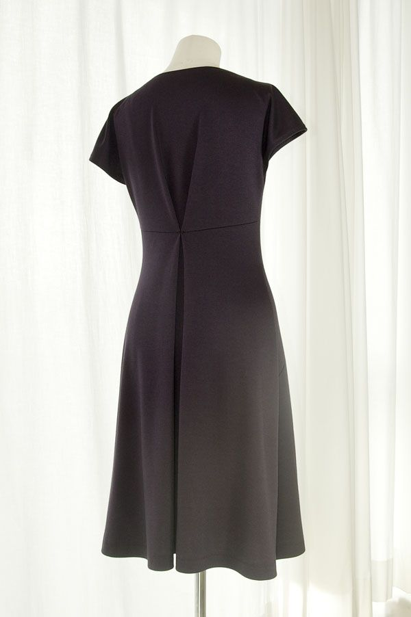 Eva Dress - Free Pattern from YourStyleRocks - love the back pleat