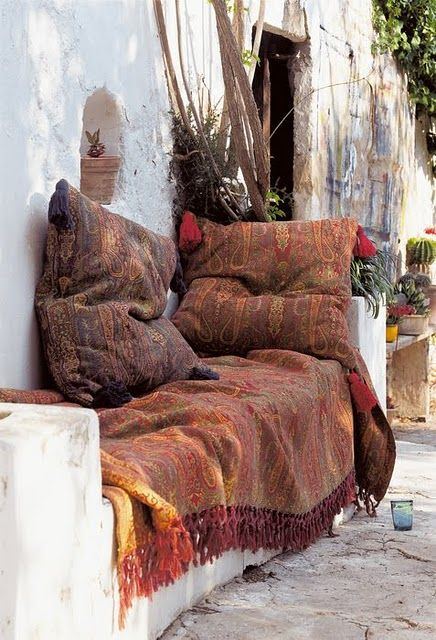 Jungalow Style lounge space! Patternful pillows and throws everywhere.