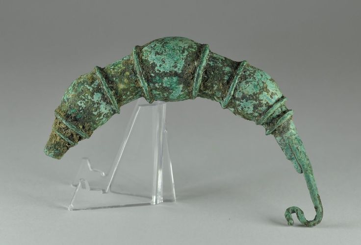 Greek bronze brooch, Greek fibula, Greek bronze brooch, Thessalian type, 9.7 cm long. Private collection