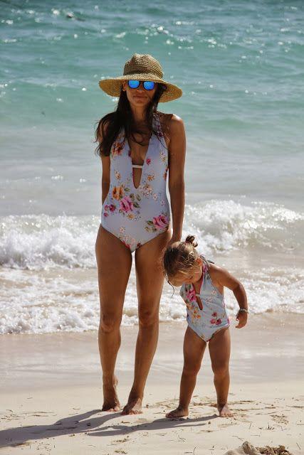 wife-ordinary-moms-in-swim-suits-shaving-grandaughters