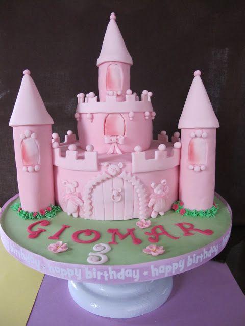 Esta tarta y las galletas se las hicimos a Giomar que cumplia 3 años.
