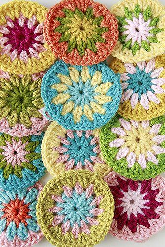 round granny daisy.Colors Combos, Yarns Crafts, Crochet Motif, Crochet Circles, Crochet Coaster, Diy Gift, Colors Combinations, Granny Circles, Crochet Pattern