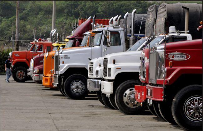 #Bogotá A partir del 30 de Enero del presente año #vehiculos que transporten mas de 7 Toneladas no podran transitar desde las 6:30 am hasta 8:30 am ni entre las 5pm-7:30pm en la zona: calle 170 norte, AvBoyacá(occidente), PrimeroDeMayo(sur) Y CerrosOrientales. Tampoco en Toberín el transporte de 3 ejes en adelante. La Candelaria prohibido el paso permanente 3.5Ton La zona de la calle 13 tendrá libre circulación todo el Día. Información referenciada de @EL TIEMPO, #Herramientas en #Mundial