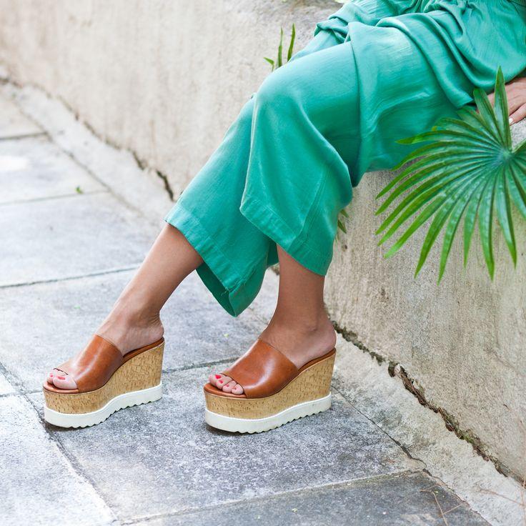 Mood. 🌴🌴☀️🌊🍸🏝 #SanteWorld SHOP #SALE in stores & online (SKU-92631): www.santeshoes.com