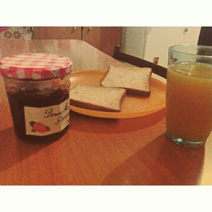 Sweet morning, breakfast time