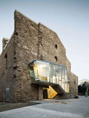 Holistic Hybrid Architecture - The Church of Sant Francesc Convent Fuses the Traditional and Modern (GALLERY)