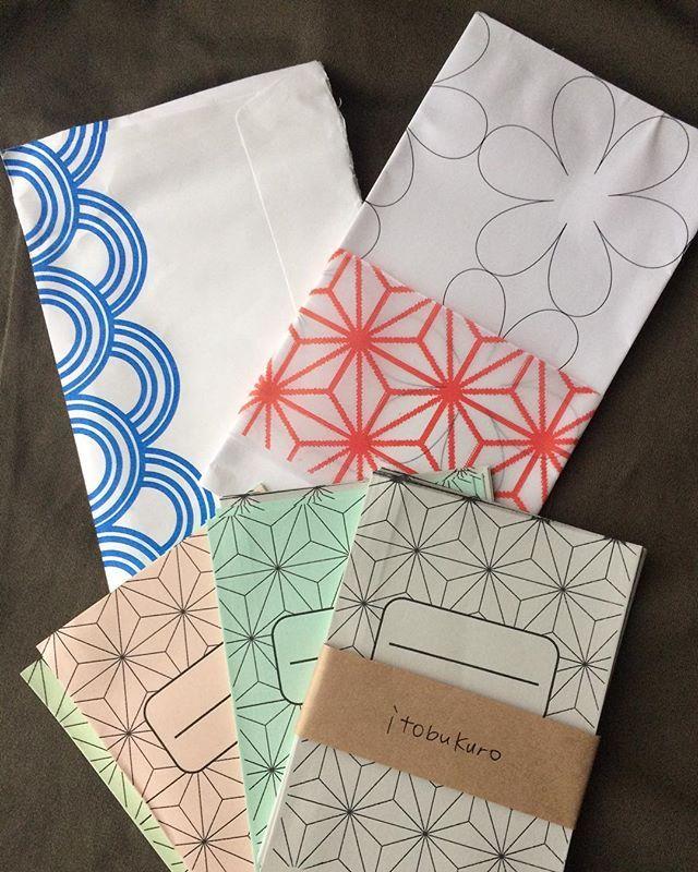 @satototty さんから、お花模様の刺し子図案をいただきました。 封筒には#青海波の文様、図案には#麻の葉の帯が付いていました。おまけの糸袋も#麻の葉文様で、めちゃくちゃかわいいです💕使うのがもったいなーい(๑˃̵ᴗ˂̵)@satototty さん、ありがとうございました♬  #刺し子 #sashiko  #刺し子ふきん #花ふきん #刺し子初心者 #お花 #花文様 #青海波  #麻の葉 #糸袋 #itobukuro