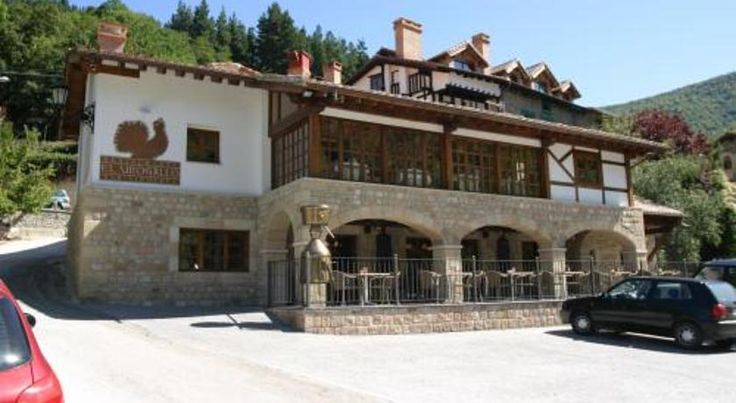 Hotel & Spa La Casona de Cosgaya Camaleño Boasting a lovely, rural location, on the edge of the Picos de Europa National Park, this hotel is housed in a building from the 16th century and is ideal for exploring this mountainous landscape.