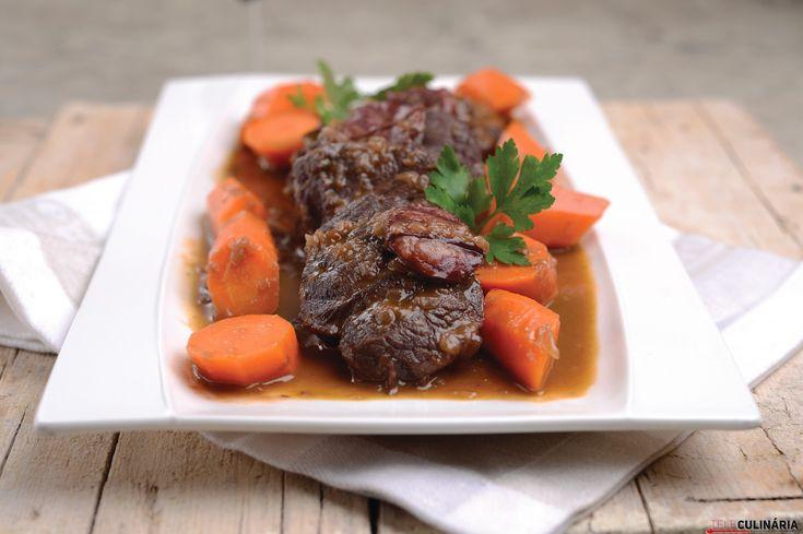 Receita de Carne estufada. Descubra como cozinhar Carne estufada de maneira prática e deliciosa com a Teleculinária!