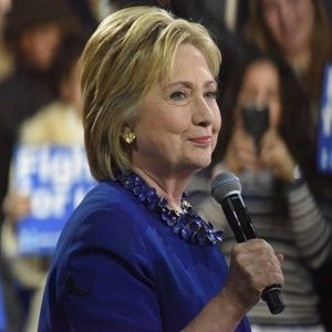 Pneumonia is serious but Clinton should bounce back, say doctors