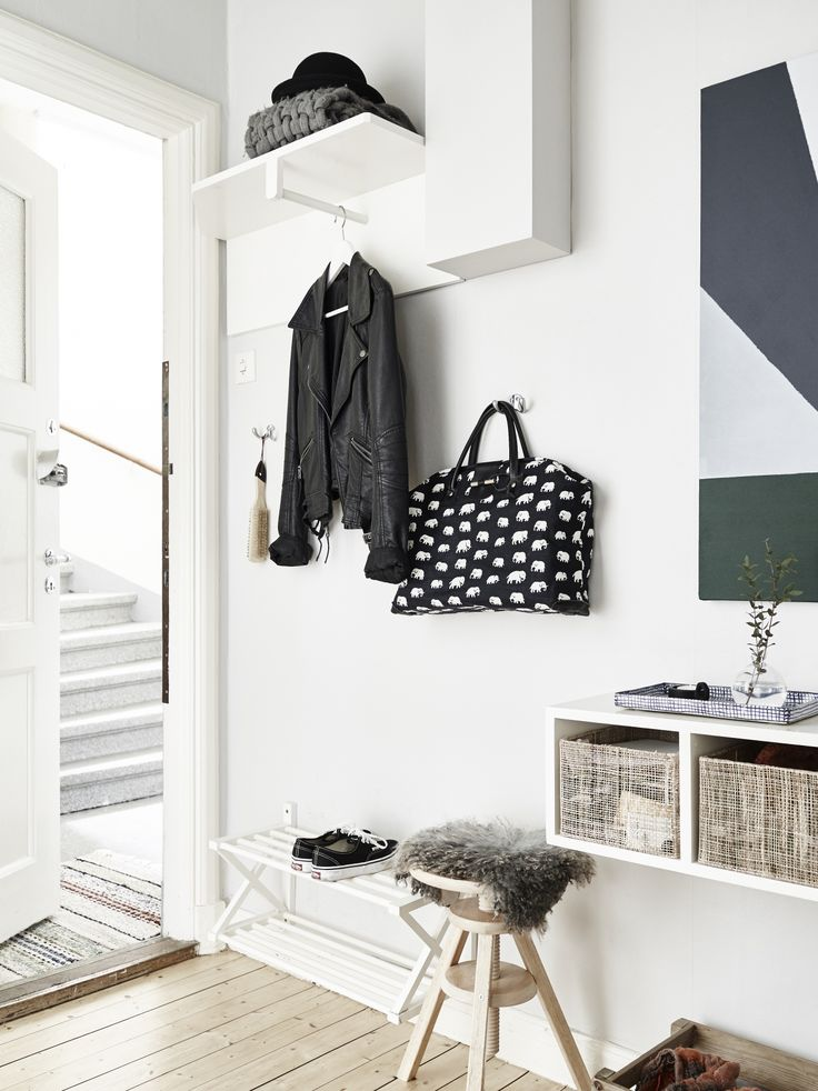 Natural + black + white | Modern Home Interiors | Contemporary Decor Design #inspiration #nakedstyle